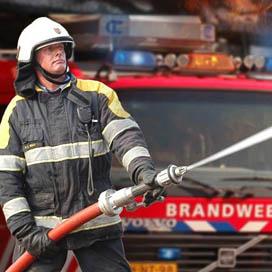 Brandweer rukt uit voor rokende hammen