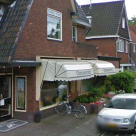 Vuurwerkbom door ruit Hilversumse slagerij