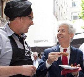 Marco van Strien op barbecue Binnenhof