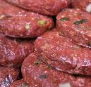 Slagers verkopen hamburgers voor Brabants Landschap