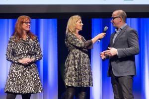 Franny en Hubert van Linschoten samen met presentatrice Corine Boon. Foto: Koos Groenewold