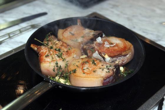Ook varkensvlees kan het proces van dry aging ondergaan, tot 18 dagen drogen.