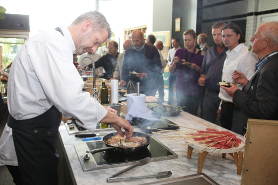 Jeroen Kistemaker, account-manager groot-Amsterdam, bakt de Duke of Berkshire Frenched racks, dat 18 dagen gedry-aged.