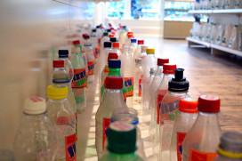 Greenpeace boos op foodfabrikanten over plastic