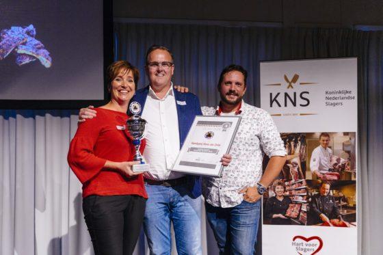 Een trotse familie Van Strien toont hun welverdiende trofee.