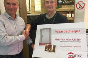 Deurenspecialist schenkt opgesloten slager deur én saunabezoek