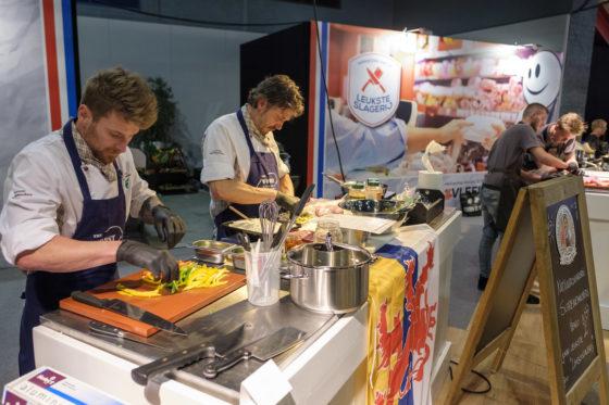 Team Limburg geconcentreerd aan de slag tijdens de wedstrijd De Leukste Slagerij van Nederland 2018. (C) Roel Dijkstra Fotografie / Foto : Fred Libochant