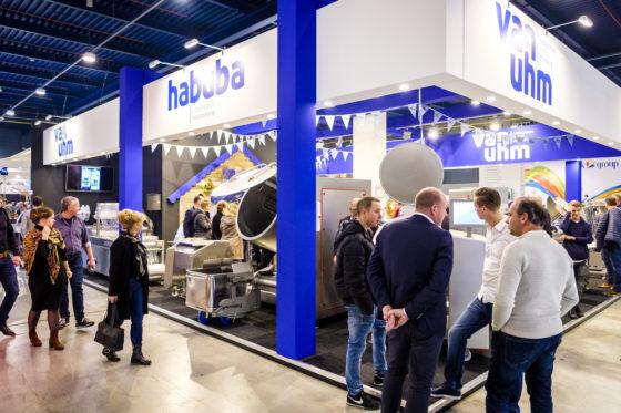 Van Uhm en Habuba bv stellen als leverancier van K+G Wetter onder meer een 120 liter schotelcutter ten toon. (C) Roel Dijkstra Fotografie / Foto : Fred Libochant