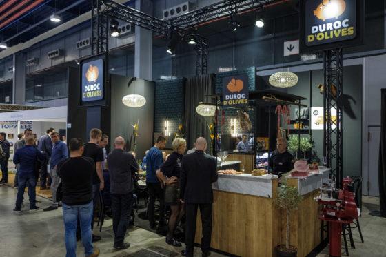 Duroc D'Olives heeft een prachtige stand in Grand Cafe stijl op de Slavakto. (C) Roel Dijkstra Fotografie / Foto : Fred Libochant