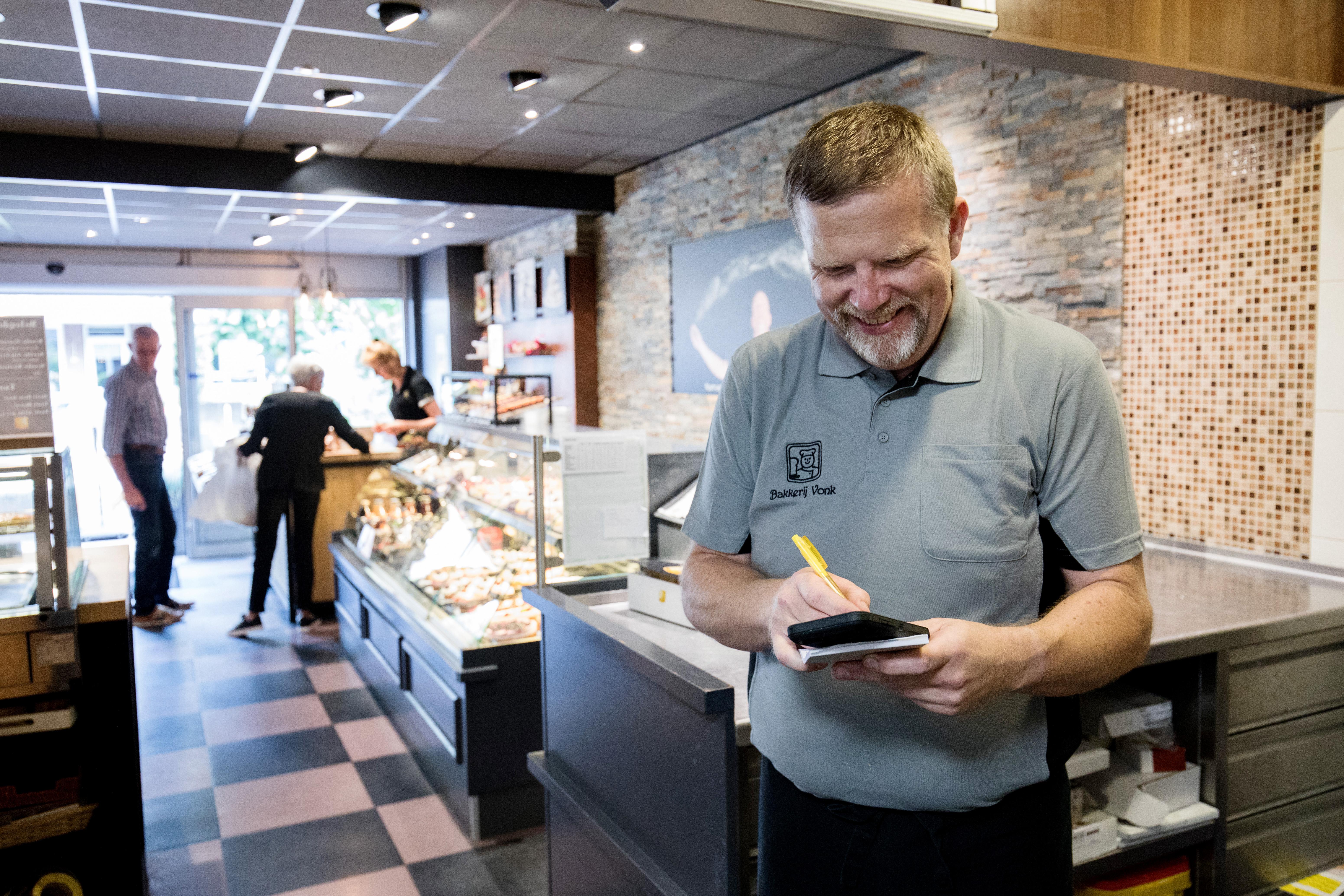Door de webshop krijgt bakker Adriaan Vonk er, volgens eigen zeggen, een nieuwe doelgroep bij.