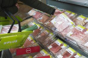 PLUS bespaart 40.000 kilo plastic met vleeswarenverpakkingen